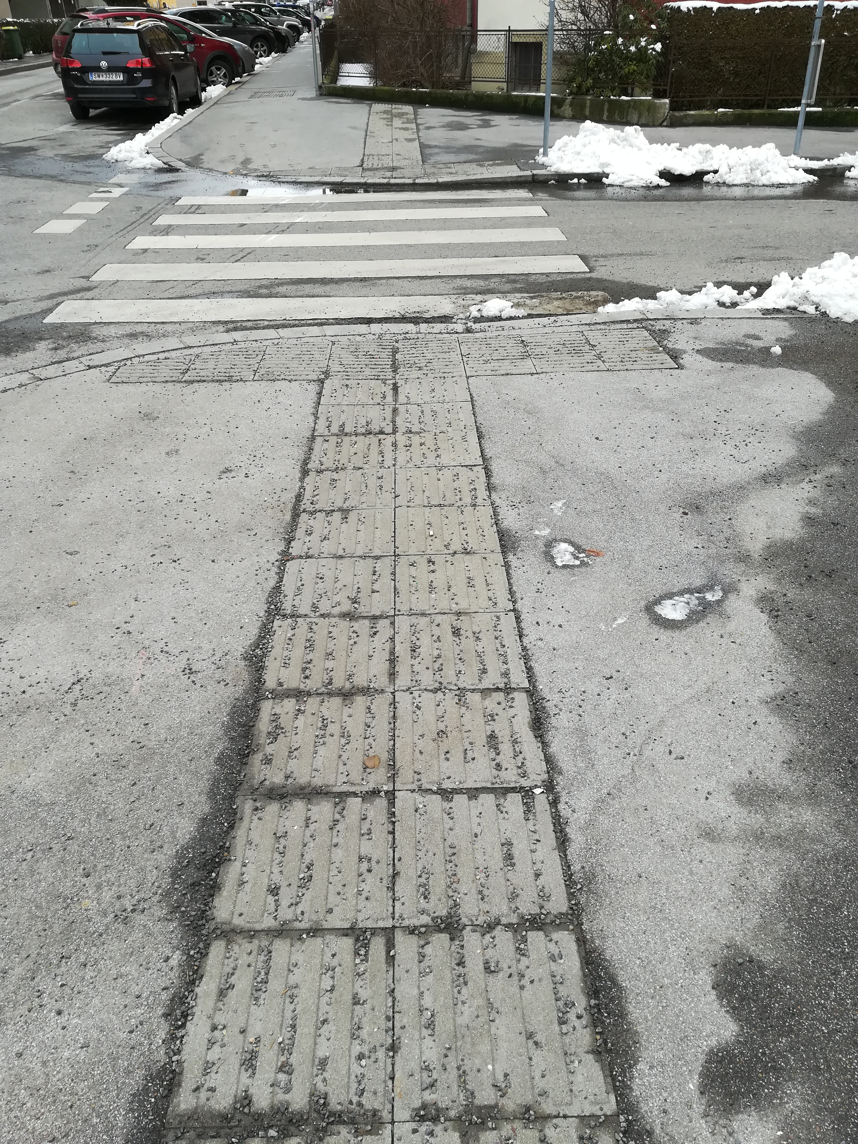 Loose gravel is covering the guiding lines in Winter